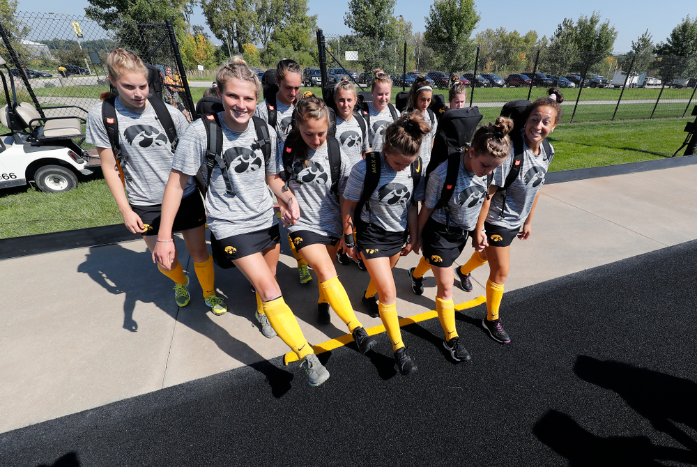 The sophomores cross the line before their game  against Indiana Sunday, September 16, 2018 at Grant Field. (Brian Ray/hawkeyesports.com)