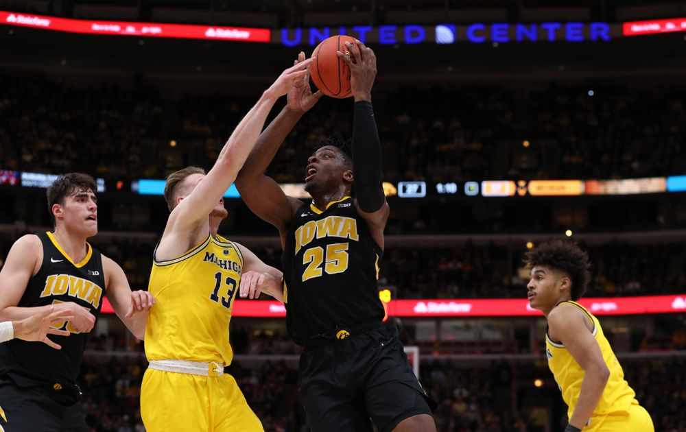 Iowa Hawkeyes forward Tyler Cook (25) against the Michigan Wolverines in the 2019 Big Ten Men's Basketball Tournament Friday, March 15, 2019 at the United Center in Chicago. (Brian Ray/hawkeyesports.com)