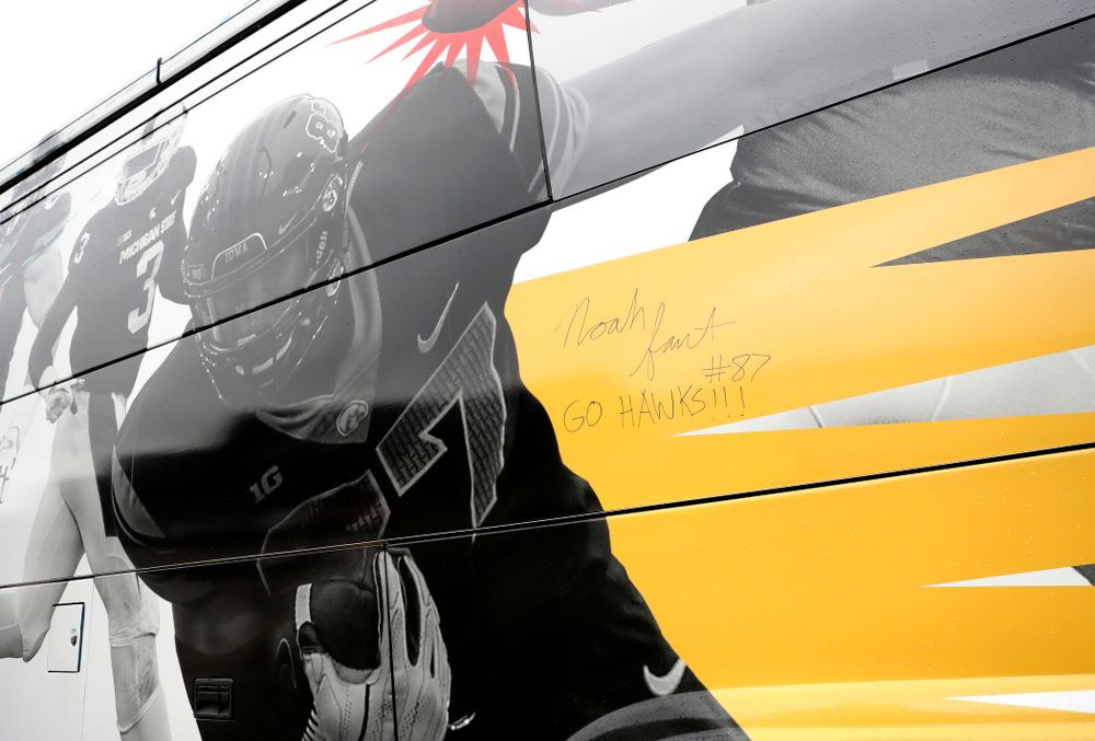 Iowa Hawkeyes tight end Noah Fant (87) signed the Big Ten Network bus  Monday, August 20, 2018 at the Hansen Football Performance Center. (Brian Ray/hawkeyesports.com)