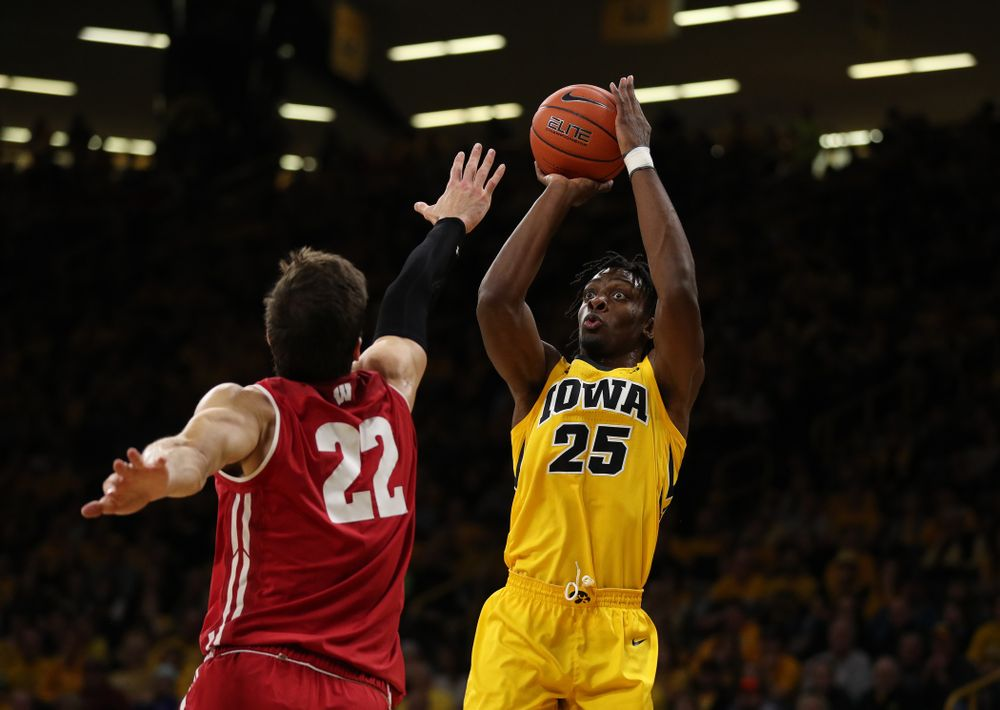 against the Wisconsin Badgers Friday, November 30, 2018 at Carver-Hawkeye Arena. (Brian Ray/hawkeyesports.com)