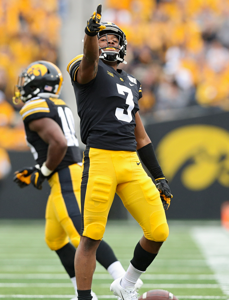 Iowa Hawkeyes wide receiver Tyrone Tracy Jr. (3) signals first down after pulling in a pass during the first quarter of their game at Kinnick Stadium in Iowa City on Saturday, Sep 28, 2019. (Stephen Mally/hawkeyesports.com)