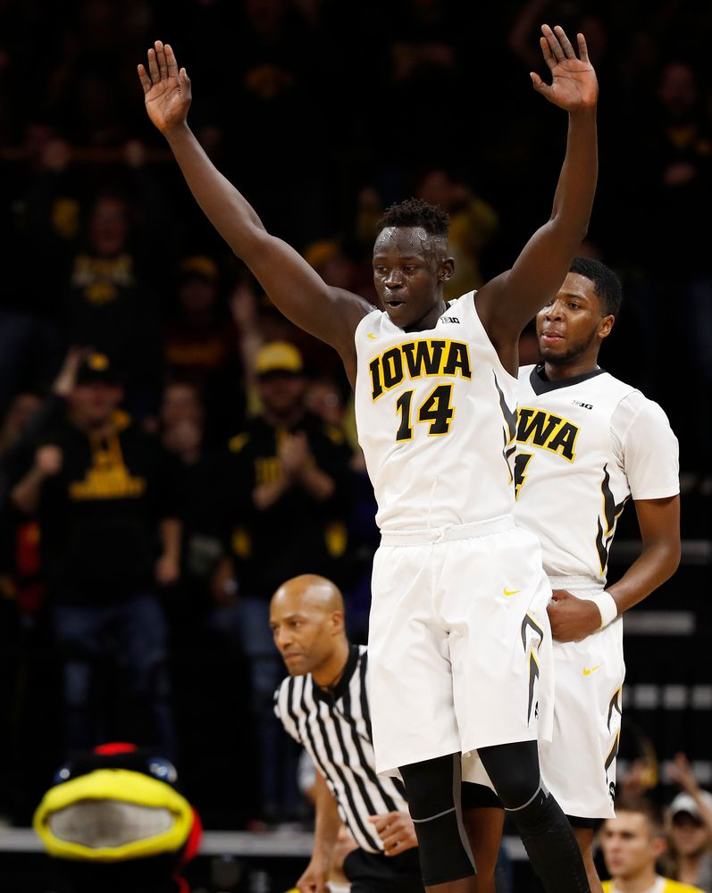 Iowa Hawkeyes guard Peter Jok (14)