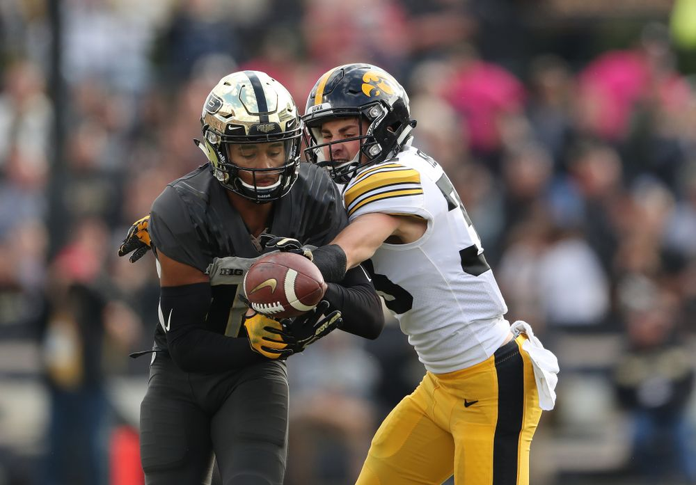 Iowa Hawkeyes defensive back Riley Moss (33) breaks up a pass against the Purdue Boilermakers Saturday, November 3, 2018 Ross Ade Stadium in West Lafayette, Ind. (Brian Ray/hawkeyesports.com)
