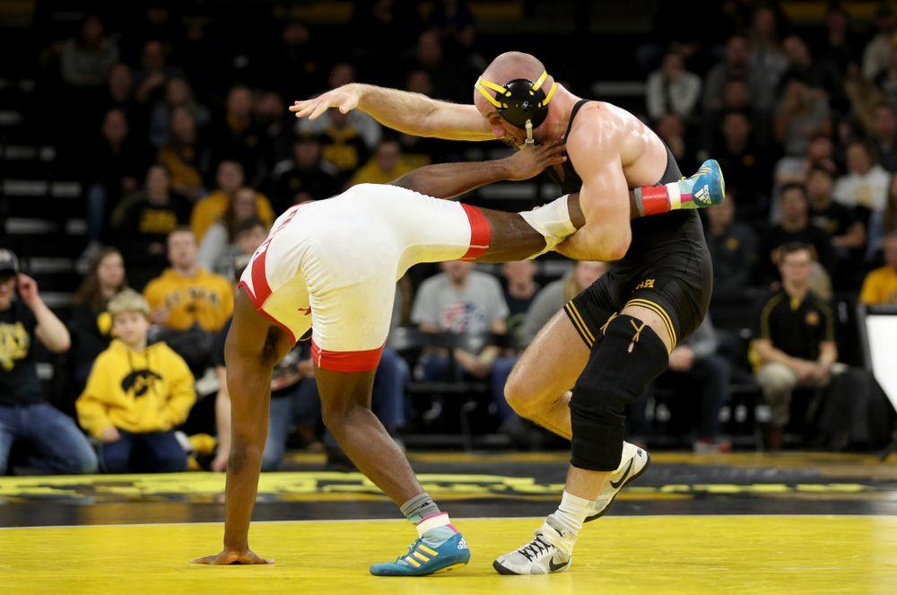 Iowa's Alex Marinelli wrestles Nebraska's Isaiah White at 165 pounds Saturday, January 18, 2020 at Carver-Hawkeye Arena. Marinelli won the match 4-3. (Brian Ray/hawkeyesports.com)
