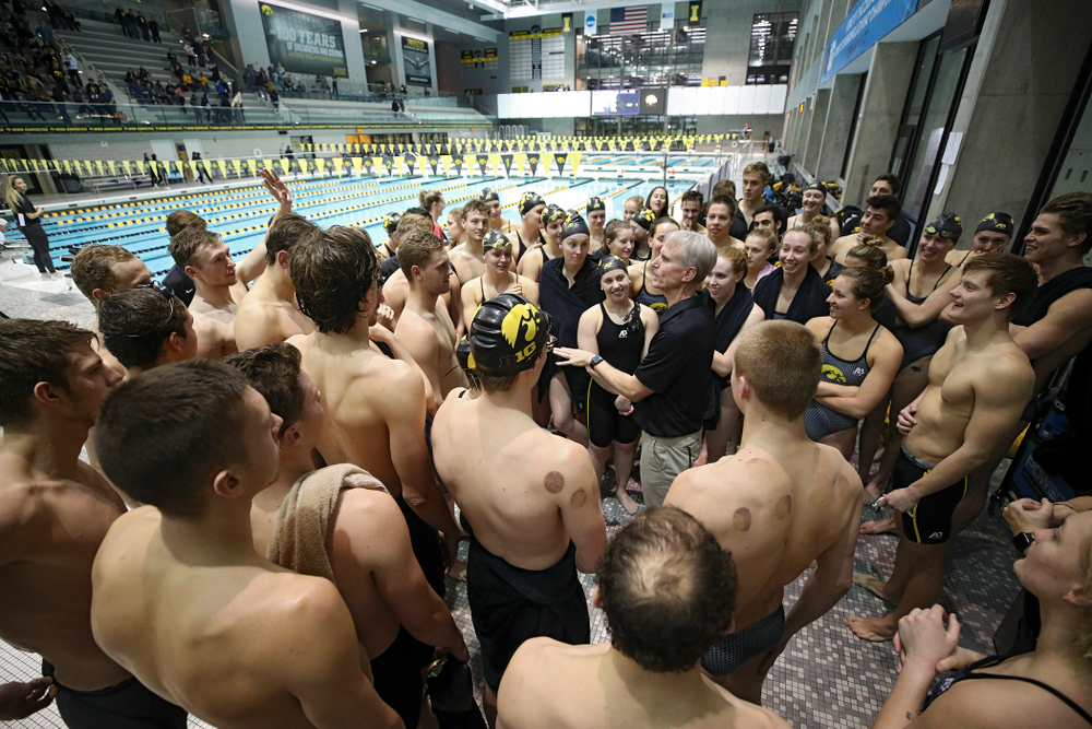 Iowa head coach Marc Long talks with his team after their meet at the Campus Recreation and Wellness Center in Iowa City on Friday, February 7, 2020. (Stephen Mally/hawkeyesports.com)