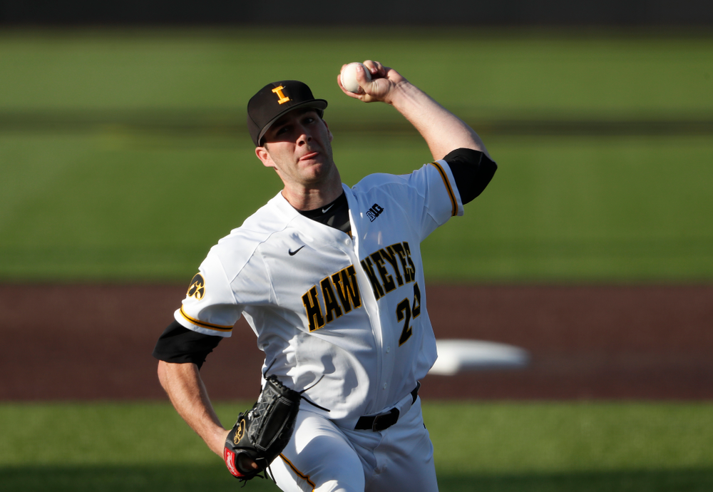 Iowa Hawkeyes pitcher Nick Allgeyer (24) against the Michigan Wolverines Friday, April 27, 2018 at Duane Banks Field in Iowa City. (Brian Ray/hawkeyesports.com)