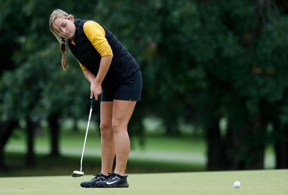 Iowa's Stephanie Herzog putts during the Diane Thomason Invitational at Finkbine Golf Course on September 29, 2018. (Tork Mason/hawkeyesports.com)