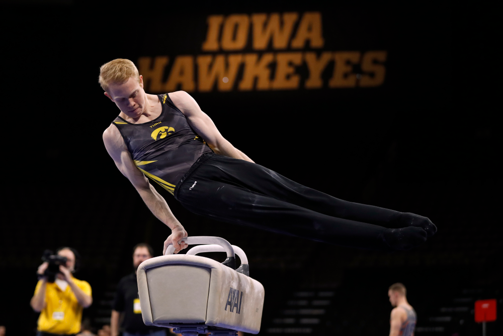 Nick Merryman competes on the pommel horse against Illinois