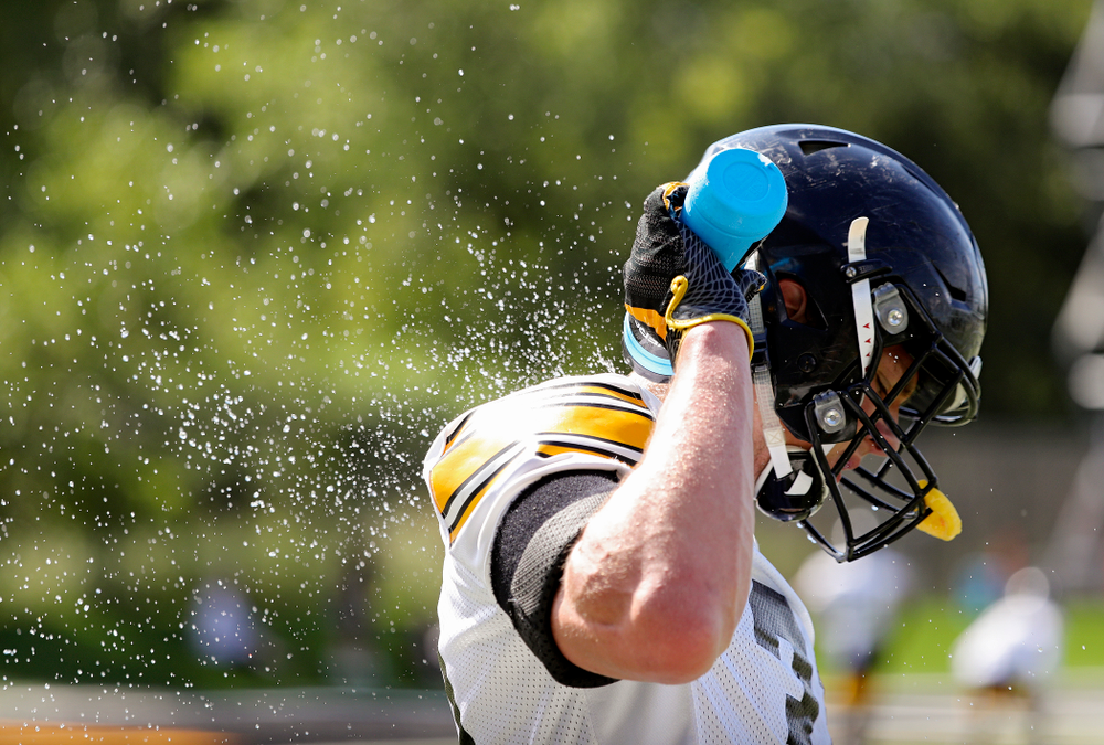 Iowa Hawkeyes linebacker Jack Campbell (31) sprays water down his back during Fall Camp Practice No. 13 at the Hansen Football Performance Center in Iowa City on Friday, Aug 16, 2019. (Stephen Mally/hawkeyesports.com)