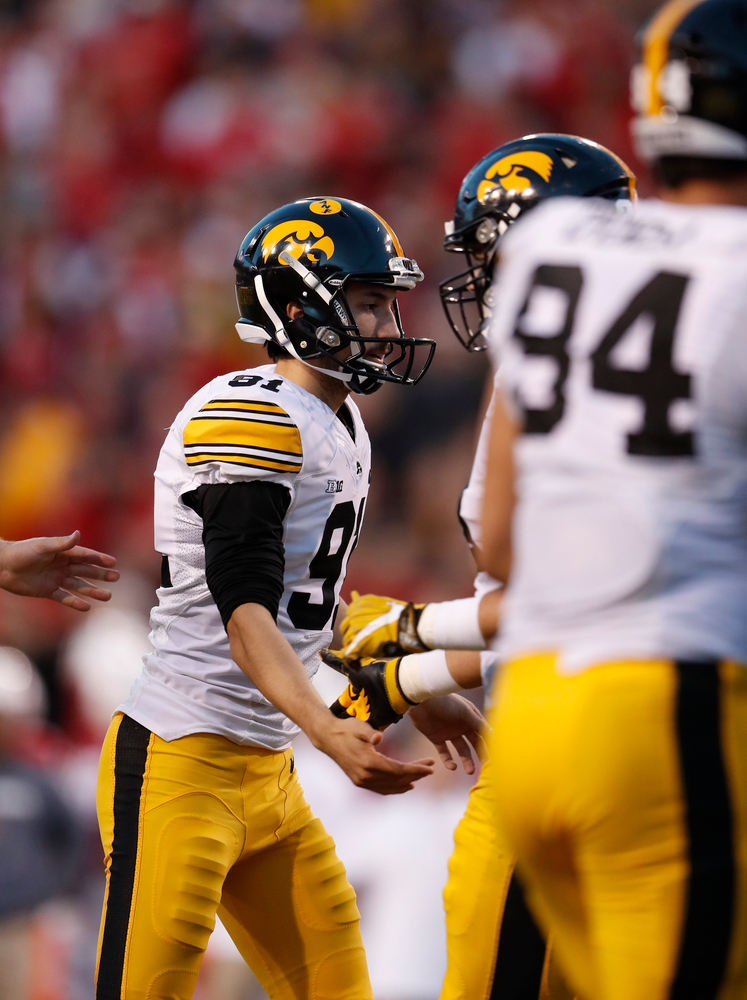 Iowa Hawkeyes place kicker Miguel Recinos (91)