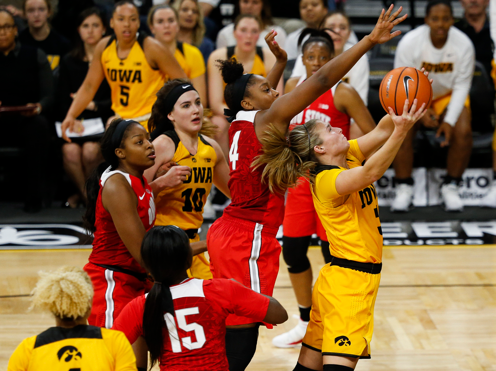 Iowa Hawkeyes guard Makenzie Meyer (3) goes up for a layup during a game against the Ohio State Buckeyes at Carver-Hawkeye Arena on January 25, 2018. (Tork Mason/hawkeyesports.com)