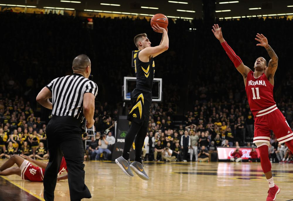 Iowa Hawkeyes guard Jordan Bohannon (3) knocks down a three point basket in overtime against the Indiana Hoosiers Friday, February 22, 2019 at Carver-Hawkeye Arena. (Brian Ray/hawkeyesports.com)
