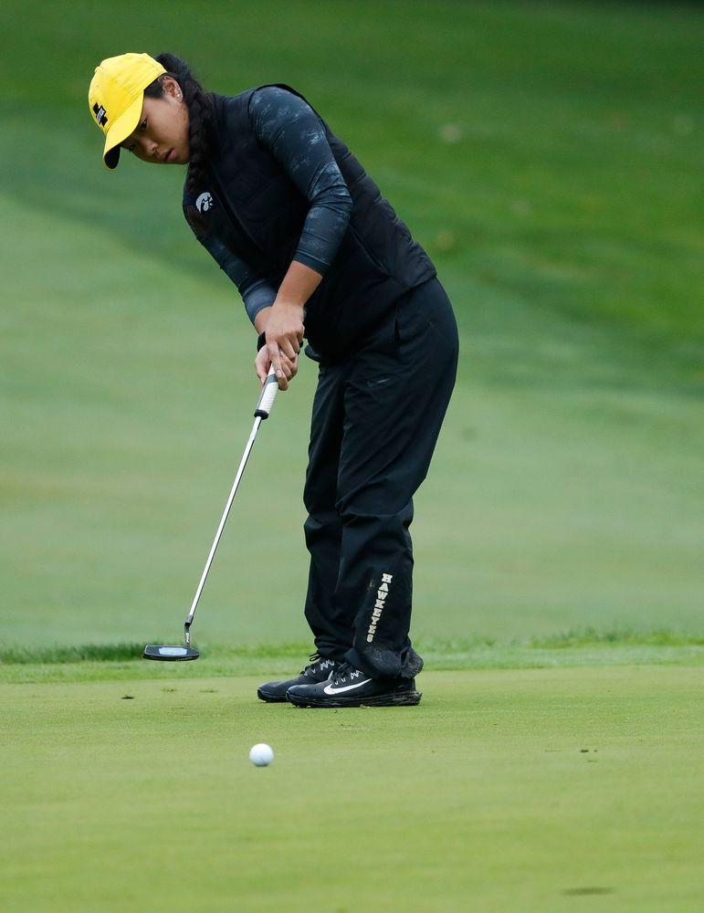 Iowa's Rachel Fujitani putts during the final round of the Diane Thomason Invitational at Finkbine Golf Course on September 30, 2018. (Tork Mason/hawkeyesports.com)