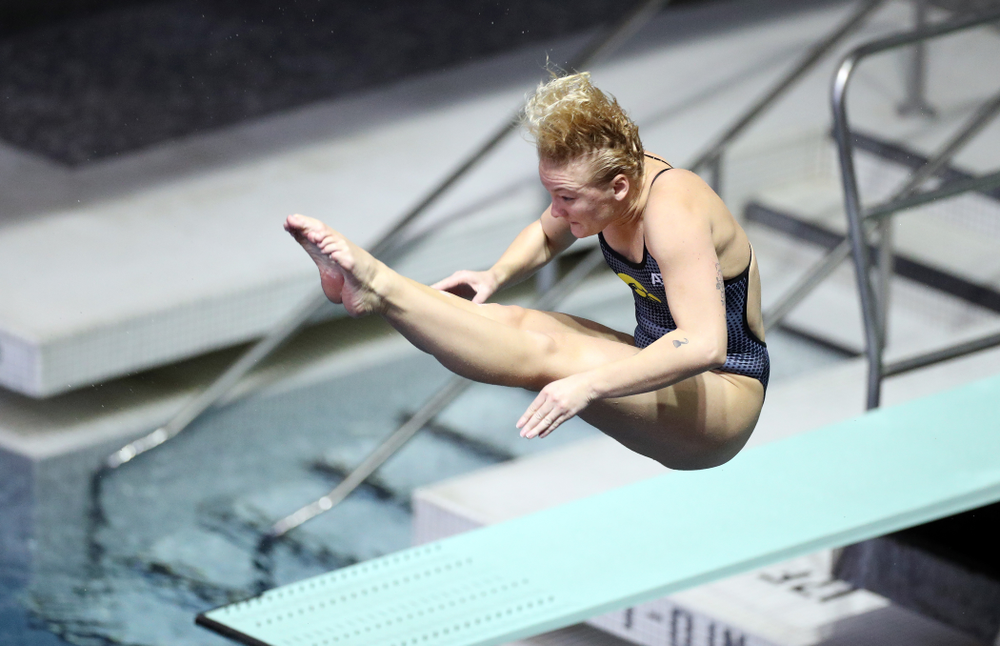 IowaÕs Thelma Strandberg competes on the 1-meter springboard against the Michigan Wolverines Friday, November 1, 2019 at the Campus Recreation and Wellness Center. (Brian Ray/hawkeyesports.com)
