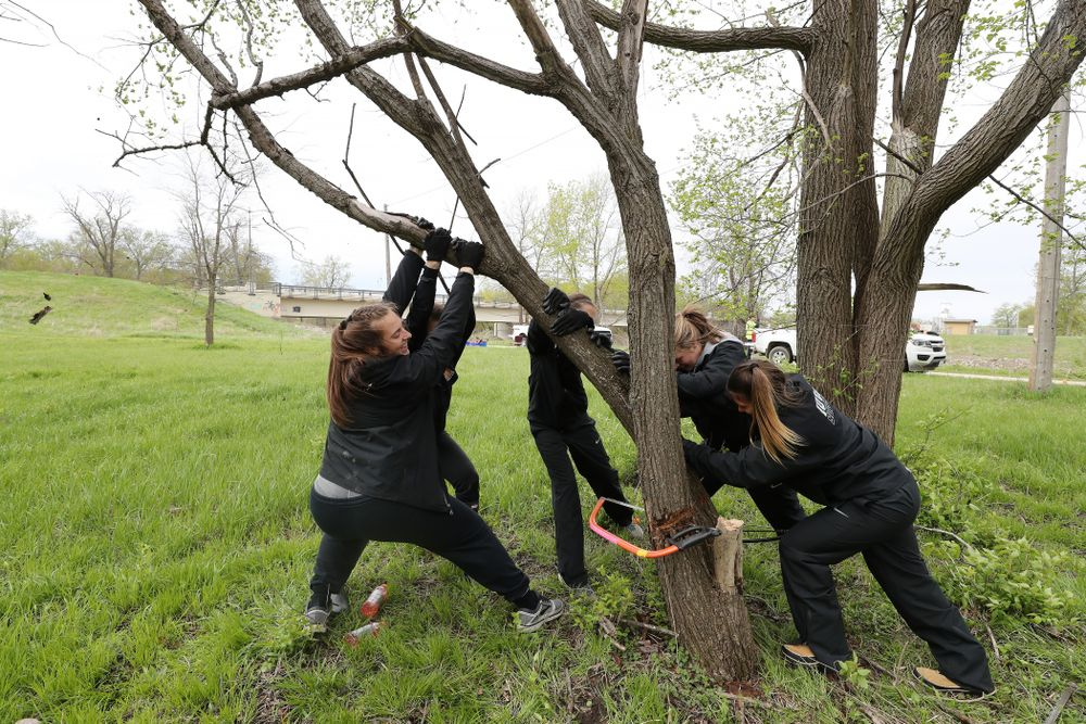 Members of the WomenÕs Soccer team volunteer with the Iowa City Public Works department along the Iowa River during the annual Iowa Athletics Day of Caring  Sunday, April 28, 2019 in Iowa City. (Brian Ray/hawkeyesports.com)