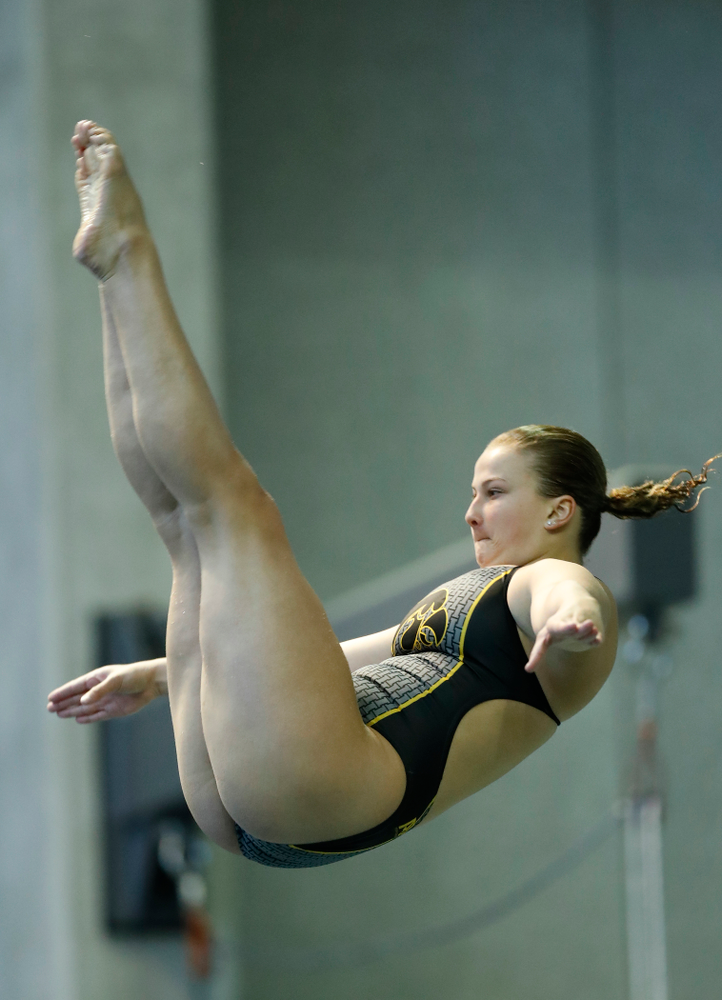 Saturday, January 13, 2018 (Brian Ray/hawkeyesports.com)Iowa's Claire Park competes on the three meter springboard