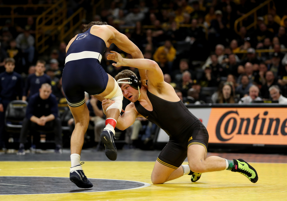 Iowa's Jacob Warner wrestles Penn State's Shakur Rasheed at 197 pounds Friday, January 31, 2020 at Carver-Hawkeye Arena. Warner won the match 4-2. (Brian Ray/hawkeyesports.com)