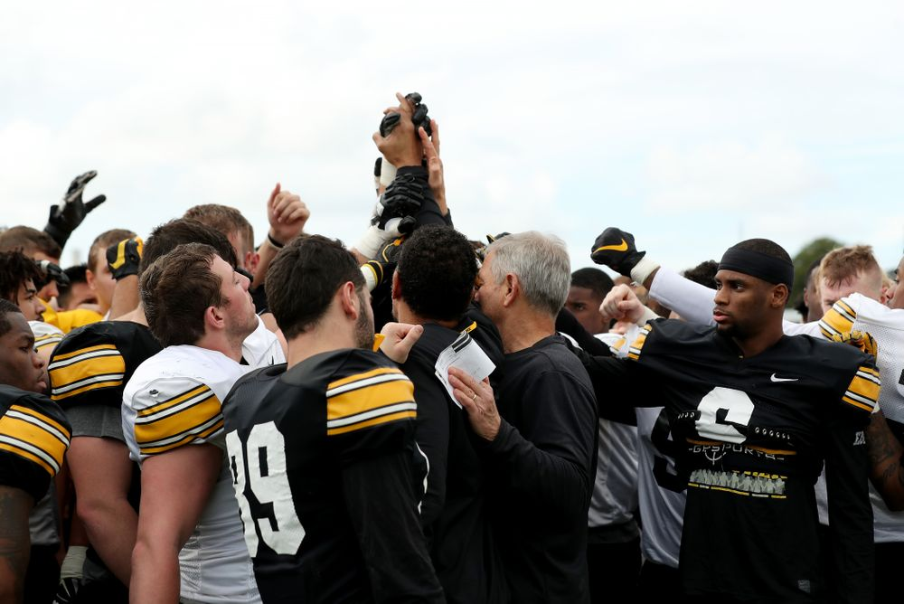 Former Hawkeye Football player Quinn Early breaks it down with the team following Holiday Bowl Practice No. 3  Tuesday, December 24, 2019 at San Diego Mesa College. (Brian Ray/hawkeyesports.com)