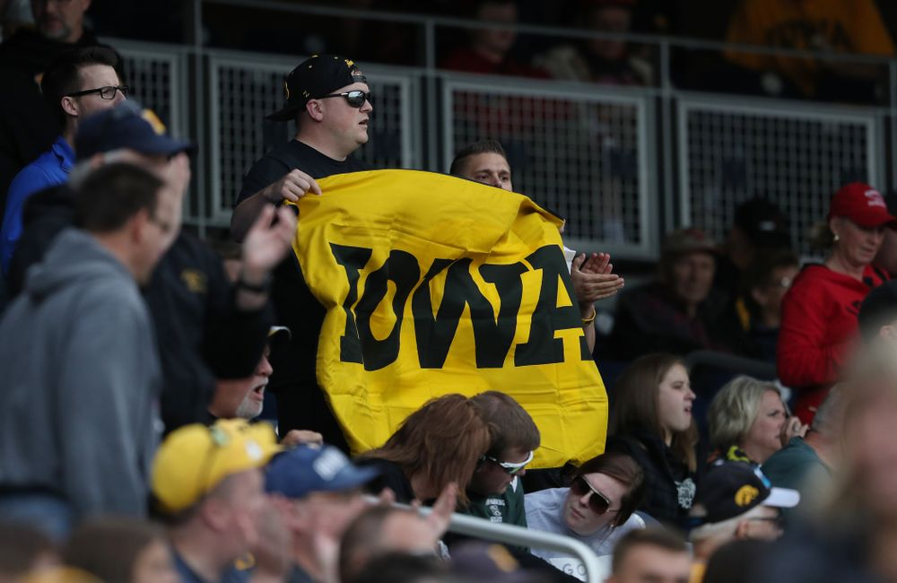 Fans cheer on the Iowa Hawkeyes against the Indiana Hoosiers in the first round of the Big Ten Baseball Tournament Wednesday, May 22, 2019 at TD Ameritrade Park in Omaha, Neb. (Brian Ray/hawkeyesports.com)
