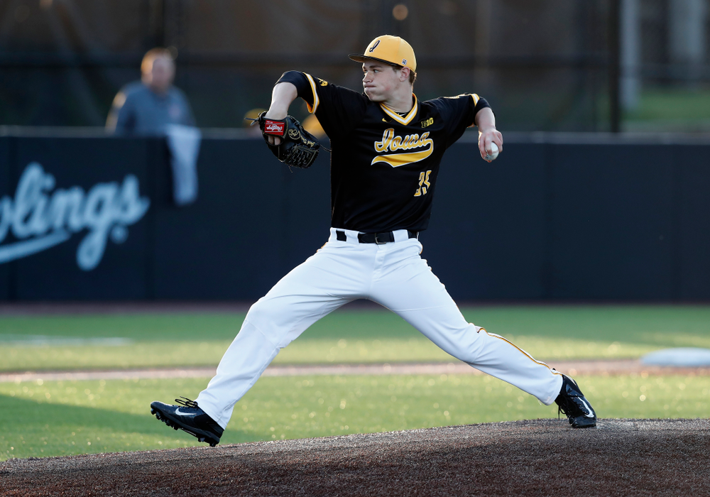 Iowa Hawkeyes pitcher Jack Dreyer (33) against Milwaukee Wednesday, April 25, 2018 at Duane Banks Field. (Brian Ray/hawkeyesports.com)