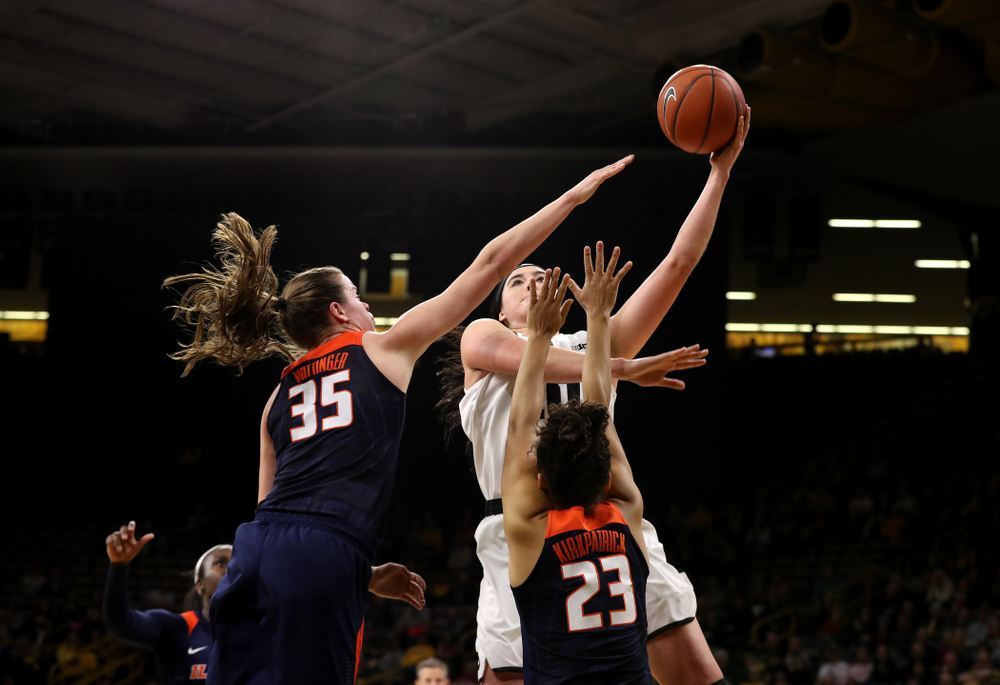 Iowa Hawkeyes forward Megan Gustafson (10) against the Illinois Fighting Illini Thursday, February 14, 2019 at Carver-Hawkeye Arena. (Brian Ray/hawkeyesports.com)