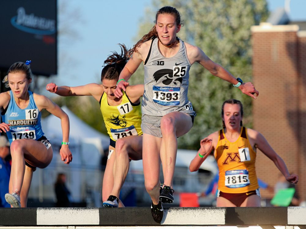 Iowa's Anna Hostetler runs the women's 3000 meter steeplechase event during the first day of the Drake Relays at Drake Stadium in Des Moines on Thursday, Apr. 25, 2019. (Stephen Mally/hawkeyesports.com)