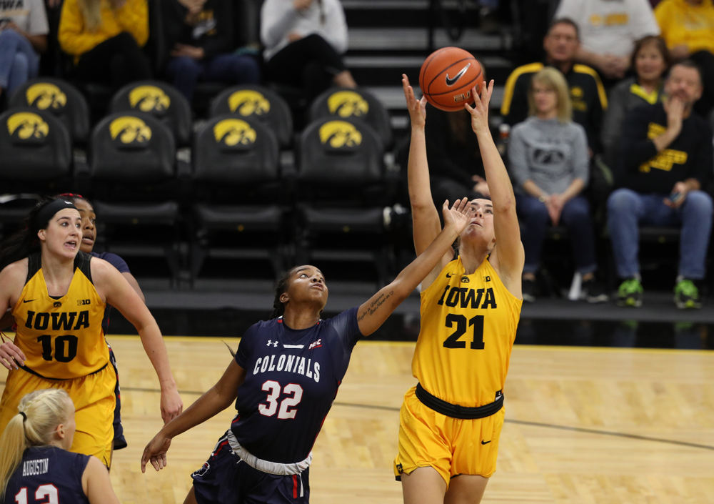 Iowa Hawkeyes forward Hannah Stewart (21) against the Robert Morris Colonials Sunday, December 2, 2018 at Carver-Hawkeye Arena. (Brian Ray/hawkeyesports.com)