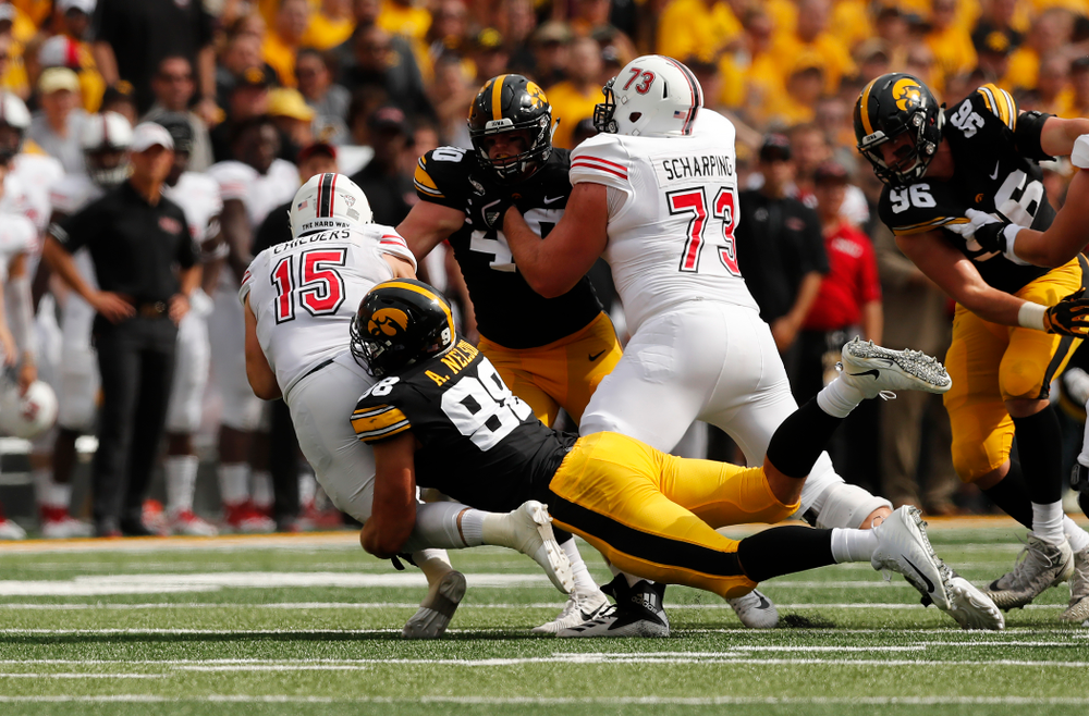 Iowa Hawkeyes defensive end Anthony Nelson (98) sacks quarterback Marcus Childers (15) Saturday, September 1, 2018 at Kinnick Stadium. (Brian Ray/hawkeyesports.com)