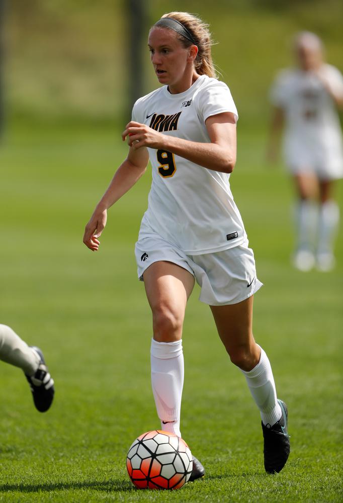 Iowa Hawkeyes Amanda Lulek (9)