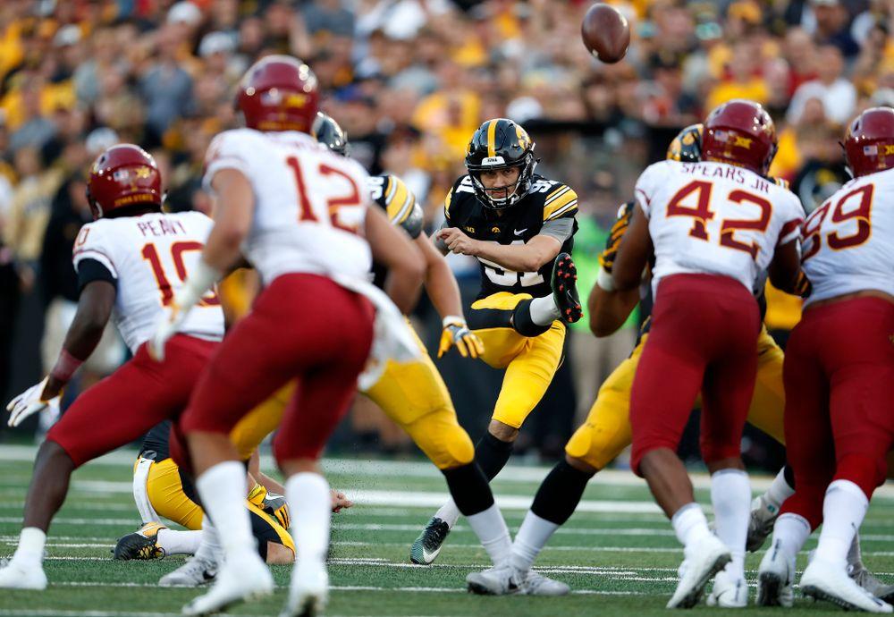 Iowa Hawkeyes place kicker Miguel Recinos (91) against the Iowa State Cyclones Saturday, September 8, 2018 at Kinnick Stadium. (Brian Ray/hawkeyesports.com)