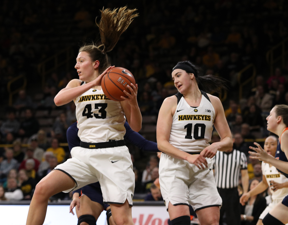 Iowa Hawkeyes forward Amanda Ollinger (43) against the Illinois Fighting Illini Thursday, February 14, 2019 at Carver-Hawkeye Arena. (Brian Ray/hawkeyesports.com)