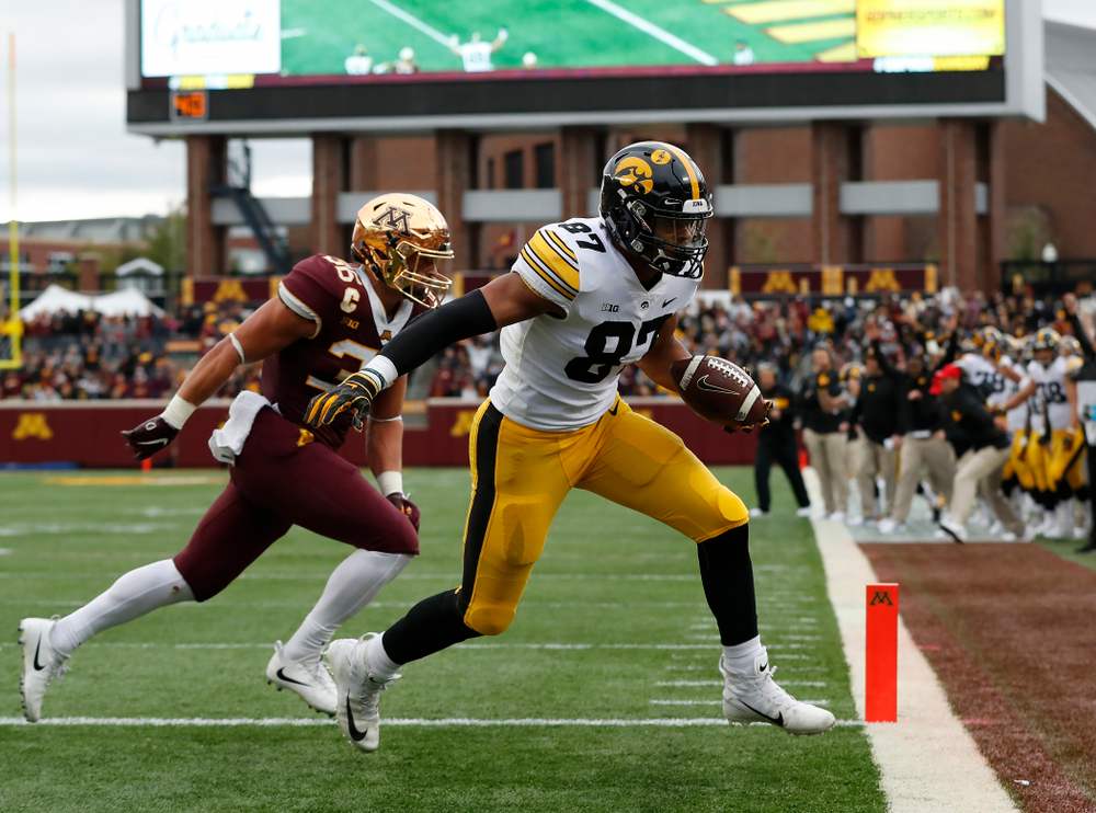 Iowa Hawkeyes tight end Noah Fant (87) against the Minnesota Golden Gophers Saturday, October 6, 2018 at TCF Bank Stadium. (Brian Ray/hawkeyesports.com)