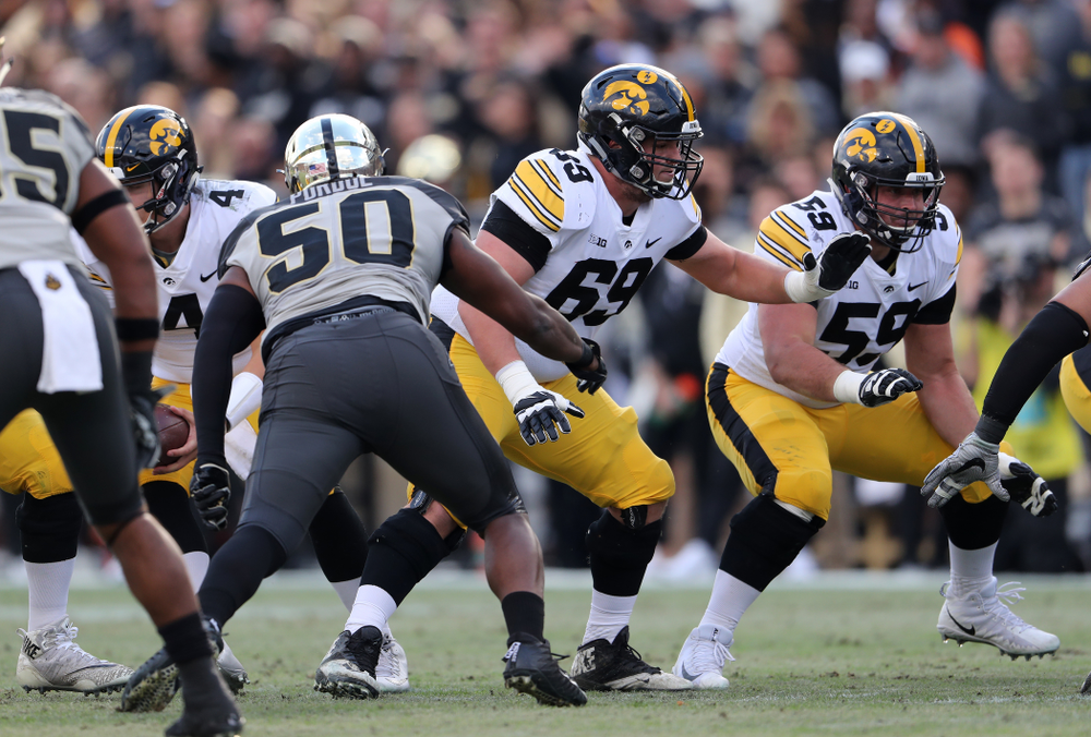 Iowa Hawkeyes offensive lineman Keegan Render (69) and offensive lineman Ross Reynolds (59) against the Purdue Boilermakers Saturday, November 3, 2018 Ross Ade Stadium in West Lafayette, Ind. (Brian Ray/hawkeyesports.com)