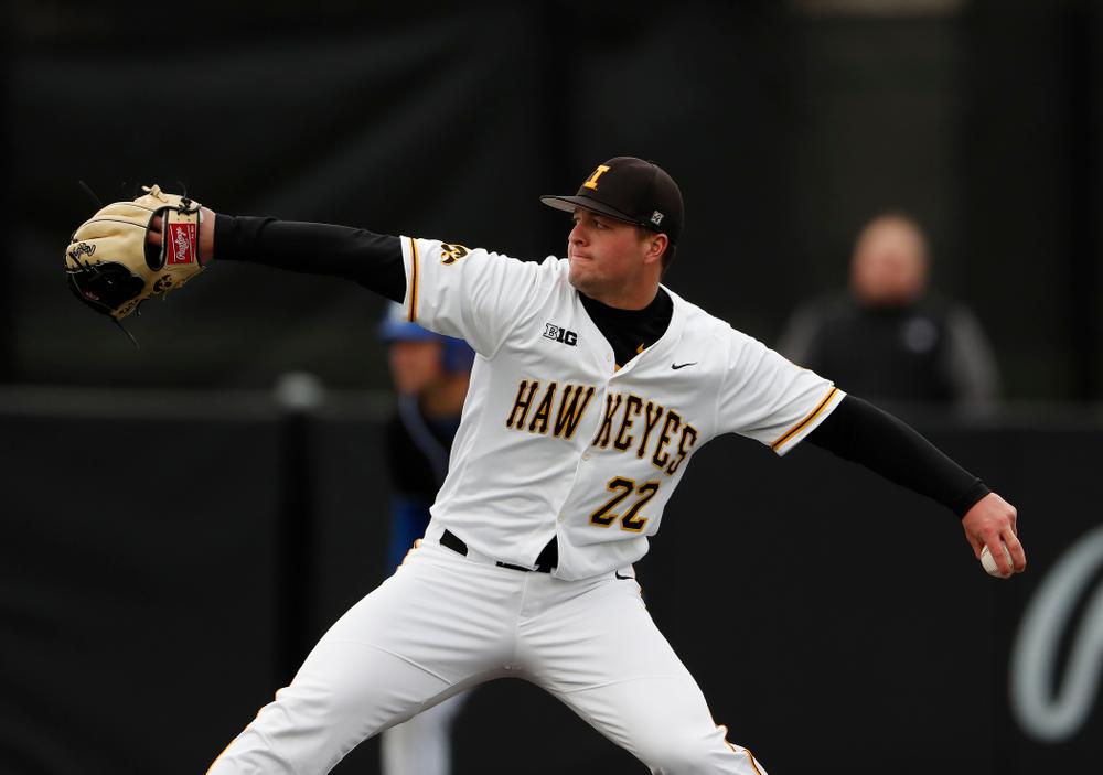 Iowa Hawkeyes pitcher Kole Kampen (22)
