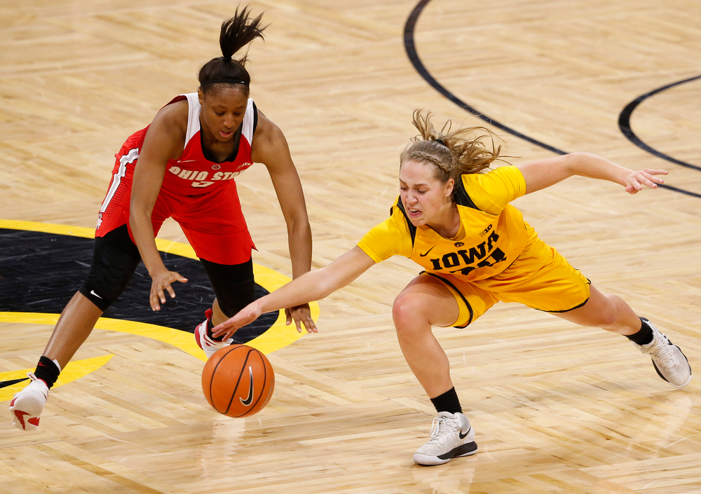 Iowa Hawkeyes guard Kathleen Doyle (22) dives for a loose ball during a game against the Ohio State Buckeyes at Carver-Hawkeye Arena on January 25, 2018. (Tork Mason/hawkeyesports.com)