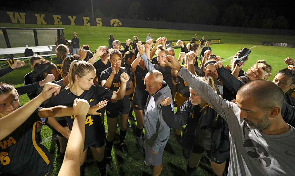 Iowa head coach Dave DiIanni huddles with his team after their match against Western Michigan at the Iowa Soccer Complex in Iowa City on Thursday, Aug 22, 2019. (Stephen Mally/hawkeyesports.com)
