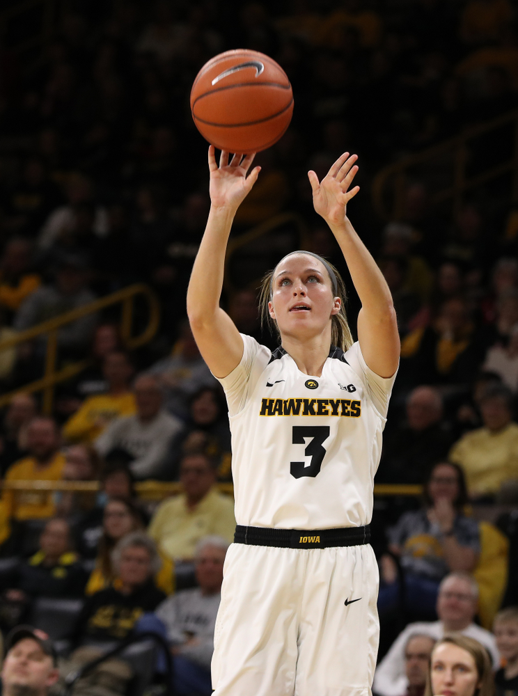 Iowa Hawkeyes guard Makenzie Meyer (3) against the Illinois Fighting Illini Thursday, February 14, 2019 at Carver-Hawkeye Arena. (Brian Ray/hawkeyesports.com)