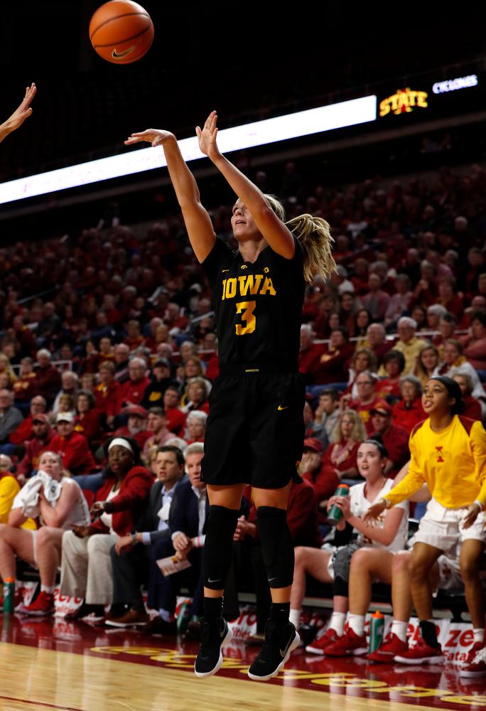 Iowa Hawkeyes guard Makenzie Meyer (3)