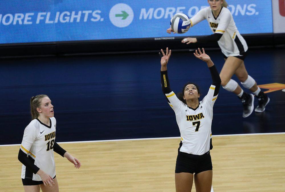 Iowa Hawkeyes setter Brie Orr (7) sets the ball during a match against Penn State at Carver-Hawkeye Arena on November 3, 2018. (Tork Mason/hawkeyesports.com)