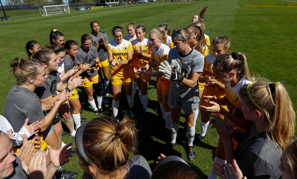 The Iowa Hawkeyes soccer team huddles up before a game against Indiana at the Iowa Soccer Complex on September 23, 2018. (Tork Mason/hawkeyesports.com)