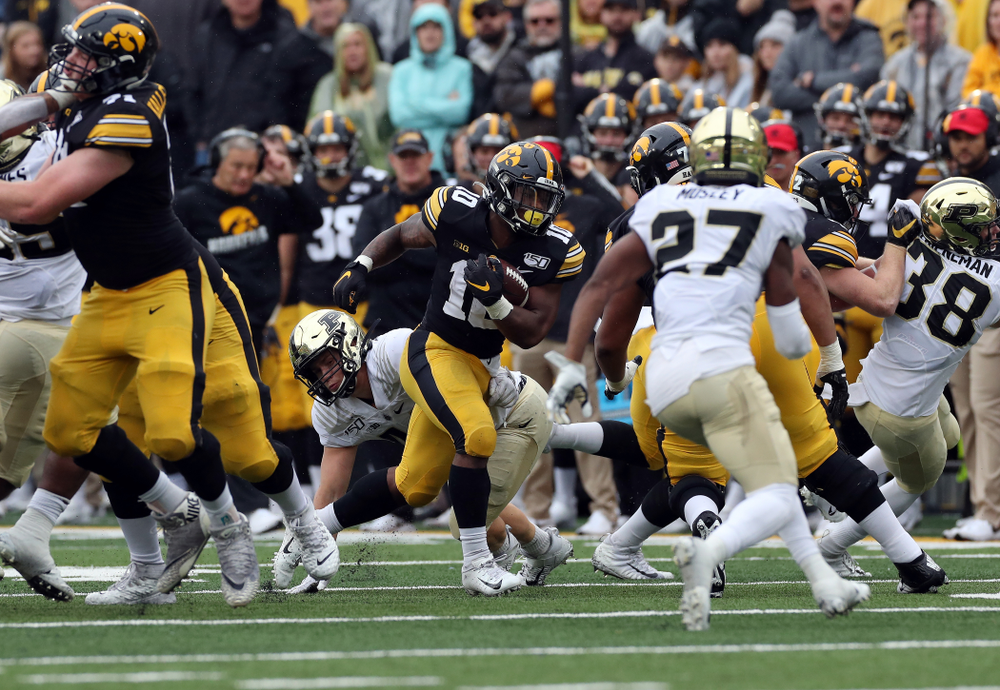 Iowa Hawkeyes running back Mekhi Sargent (10) against the Purdue Boilermakers Saturday, October 19, 2019 at Kinnick Stadium. (Brian Ray/hawkeyesports.com)