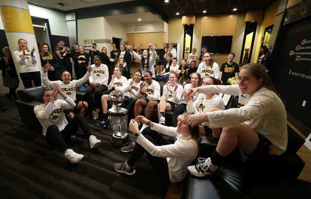 The Iowa Hawkeyes watch the NCAA Women's Basketball Tournament Selection Show in their locker room Monday, March 18, 2019 at Carver-Hawkeye Arena. (Brian Ray/hawkeyesports.com)