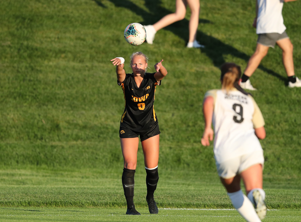 Iowa Hawkeyes defender Samantha Cary (9) against Western Michigan Thursday, August 22, 2019 at the Iowa Soccer Complex. (Brian Ray/hawkeyesports.com)