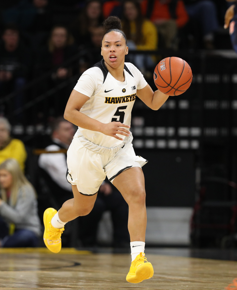Iowa Hawkeyes guard Alexis Sevillian (5) against the Illinois Fighting Illini Thursday, February 14, 2019 at Carver-Hawkeye Arena. (Brian Ray/hawkeyesports.com)