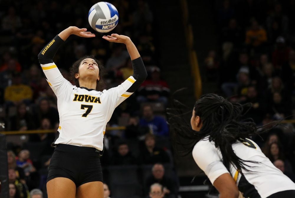 Iowa Hawkeyes setter Brie Orr (7) sets the ball during a match against Maryland at Carver-Hawkeye Arena on November 23, 2018. (Tork Mason/hawkeyesports.com)
