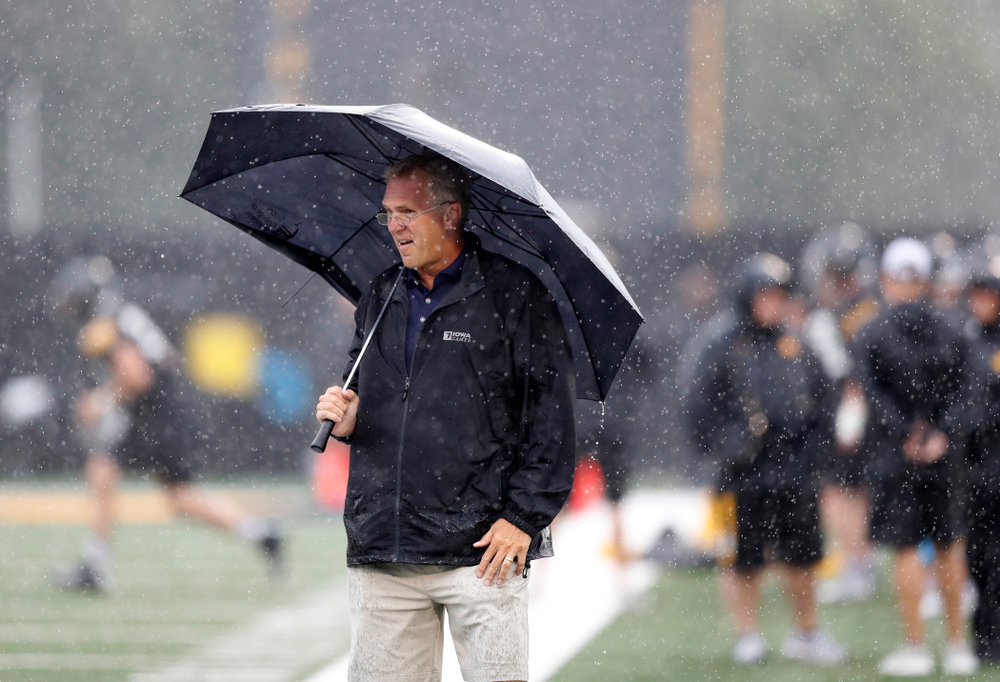 Former Hawkeye quarterback and BTN analyst Chuck Long during camp practice No. 15  Monday, August 20, 2018 at the Hansen Football Performance Center. (Brian Ray/hawkeyesports.com)