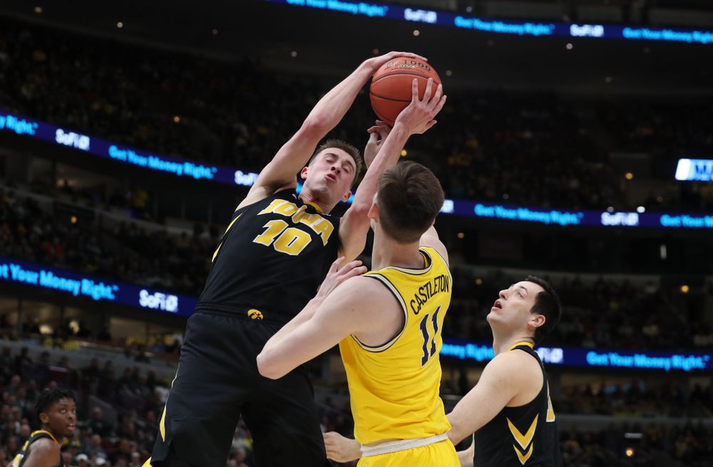 Iowa Hawkeyes guard Joe Wieskamp (10) against the Michigan Wolverines in the 2019 Big Ten Men's Basketball Tournament Friday, March 15, 2019 at the United Center in Chicago. (Brian Ray/hawkeyesports.com)