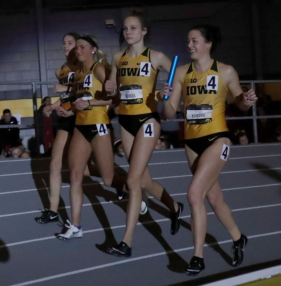 Iowa women's 4x4000 relay  (Darren Miller/hawkeyesports.com)