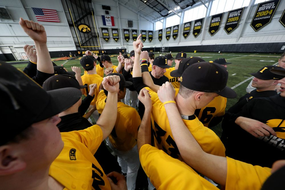 Iowa Hawkeyes head coach Rick Heller gathers his team before practice Thursday, February 6, 2020 at the Indoor Practice Facility. (Brian Ray/hawkeyesports.com)