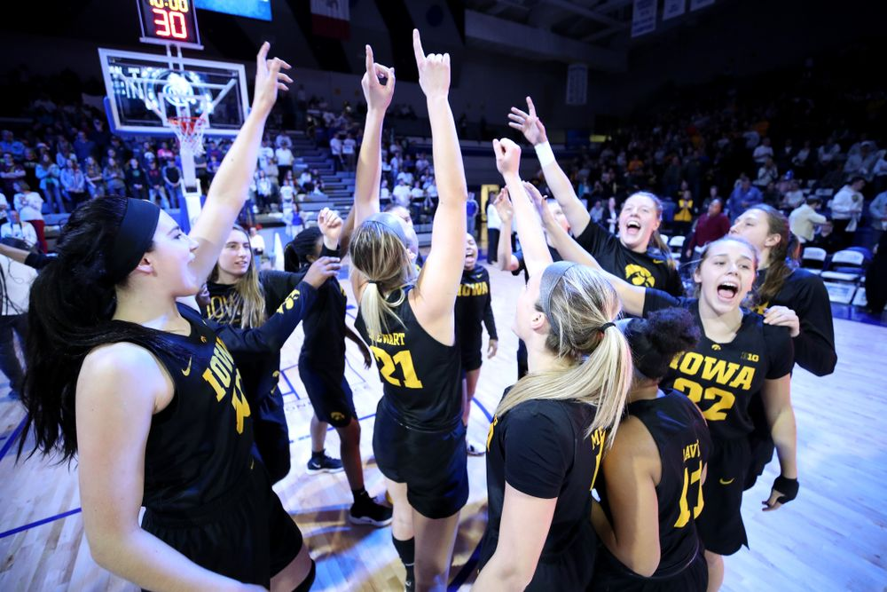 The Iowa Hawkeyes against the Drake Bulldogs Friday, December 21, 2018 at the Knapp Center in Des Moines. (Brian Ray/hawkeyesports.com)